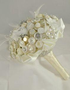 Buque de noiva com flores de tecido e strass !!!!!! R$ 350,00