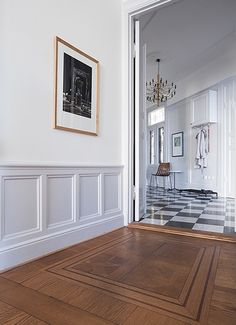 Wainscoting home decor ideas. Wood Wainscoting, Dining Room Wainscoting, Home Decor Bedroom, Living Room Decor, Colorful Apartment, Elle Decor, Interior Design Inspiration, White Walls, Decorating Your Home