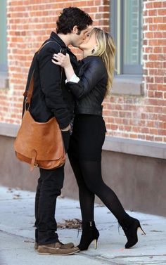 Gossip Girl media gallery on Coolspotters. See photos, videos, and links of Gossip Girl. Dan Gossip Girl, Gossip Girls, Girl Fashion Style, Gossip Girl Fashion, Strong Couples, Cute Couples, Ariana Grande, Manhattan, Elizabeth Lail