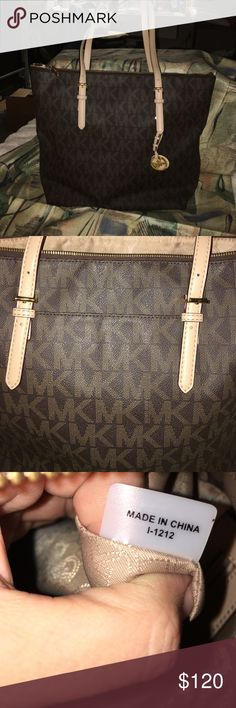 Michael Kors jet set Michael Kors jet set tote. Feet on the bottom. Gently used. No marks or stains inside or out. Size 17L x 14H. Drop strap 9 inches. KORS Michael Kors Bags Totes