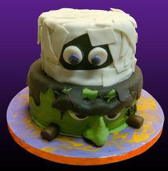 Too cute! Halloween-themed cake by Emi Souza, owner of Emi's Confections in San Antonio, Texas....