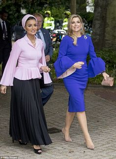 Queen Maxima of the Netherlands embraced Sheikha Mozah in The Hague as the two women, in very different but equally striking outfits, attended a law seminar in The Hague. Queen Fashion, Royal Fashion, African Wear, African Dress, Abaya Fashion, Modest Fashion, Vetement Fashion, Royal Clothing, Royal Dresses