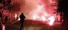Βόμβες μολότοφ ξανά στα Εξάρχεια -Επιθέσεις στα ΜΑΤ έξω από το Πολυτεχνείο