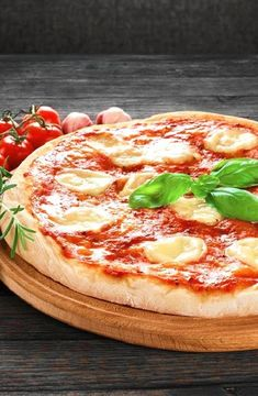 Pizza Margherita-- Low FODMAP Recipe and Gluten Free Recipe #lowfodmaprecipe #glutenfreerecipe #lowfodmap #glutenfree http://www.ibs-health.com/low_fodmap_pizza_margherita.html