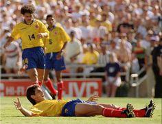 El fútbol mundial se tiñó de rojo un 2 de julio de 1994. Aquella madrugada, en su natal Colombia, seis disparos le arrancaban la vida al seleccionado Andrés ...