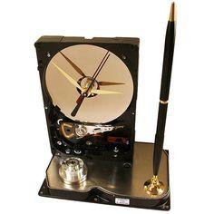 TecoArt's Recycled Hard Drives Clocks Computer Diy, Clock Parts, Disco Duro, Diy Clock, Wooden Clock, Recycled Art, Diy Accessories, Desk Organization, Hardware