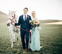 Does anyone else feel like they need to go and buy a horse now!? 🙋 Photographer: @ashleyswensonphoto  www.peachesandpeoniesfloral.wordpress.com