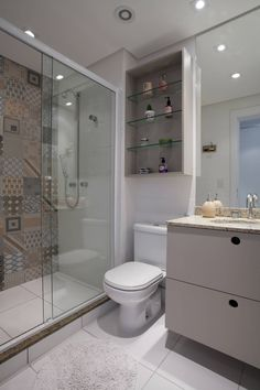 Browse images of white modern Bathroom designs by UNION Architectural Concept. Find the best photos for ideas & inspiration to create your perfect home. Spa Bathroom Decor, Bathroom Toilets, Bathroom Colors, Bathroom Mirror With Shelf, Small Bathroom, Bad Inspiration, Bathroom Inspiration, Grey Feature Wall, Feature Walls