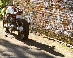 Beauty and the Beast - RocketGarage - Cafe Racer Magazine Yamaha Virago, Cb750, Retro Motorcycle, Cafe Racer Motorcycle, Ducati 996, Cafe Racer Magazine, Gsxr 1000, Vintage Bikes, Italian Style