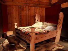 Ever since I saw this at Lofotr, I have wanted to have a bed like this. ~RB