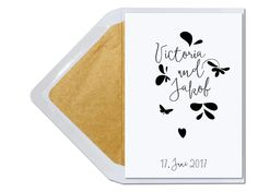 Hochzeitseinladungskarte Victoria mit gold gefüttertem Briefumschlag. Personalisierbar unter www.carte-royale.com