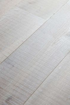 Not everything in life has to be genteel and delicate. Rough is also ready. With its distinctive bandsaw-treated surface, the hardwoods feature a finely irregular structure and coarse-looking stripes to create a tough, true grit appearance. The result is a vibrant  space that's simply bursting with energy.