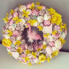 Pont ilyen a hangulatunk is, minden amit a nyárban szeretünk rajta van ezen az ajtódíszen☀️👙🍹🍦🦩🍉 Imádjuk, hogy végre itt a nyári szezon😍😎 Te mit szeretsz legjobban a nyárban? Floral Wreath, Minden, Wreaths, Home Decor, Bridge, Floral Crown, Decoration Home, Door Wreaths, Room Decor