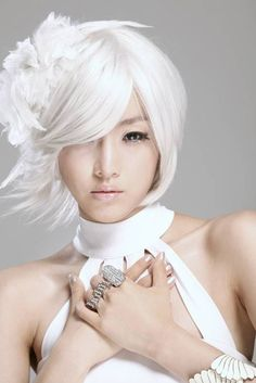 "T-ara's Eunjung makes a dramatic transformation for ""White"""