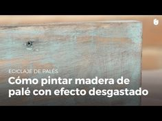 In this video, you will learn how to create a distressed effect on a wooden pallet in your upcycling projects It's a really cool technique to give your furni. Rustic Wood Headboard, Wood Pallet Beds, Wooden Pallets, Pallet Projects Signs, Easy Diy Projects, Palette Deco, Sanding Wood, Stain Wood, Palette Furniture