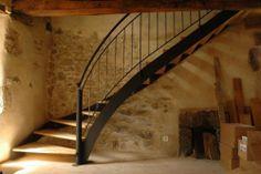 Escalier quart de tour balance  limon et garde-corps acier marches frene
