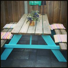 Painted picknicktable