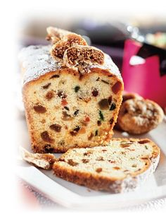 Fruit cake with figs. Air cake with dried fruit takes on new flavors and textures through dried ginger. Cut the product thick slices and serve with butter. Dried Figs, Dried Cherries, Fig Spread, No Cook Meals, Food Photo, Cooking Time, Cookie Recipes, Baking, Breakfast