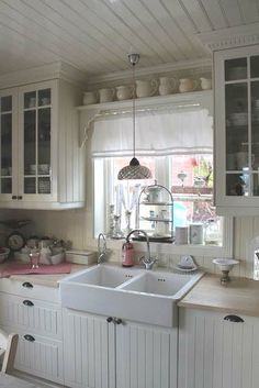 Shabby Chic Con Amore - Casa Shabby Chic.: Fonte d'ispirazione dal nord. | kitchen | Sinks, Shabby chic and Shabby