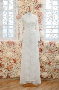 best ao dai ever Vietnamese Traditional Dress, Vietnamese Dress, Traditional Dresses, Ao Dai Wedding, Royal Dresses, Simple Outfits, Designer Dresses, Marie, Wedding Dresses