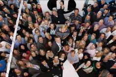 """Aftenposten ønsket å kick-starte et internt lanseringsmøte. Bestillingen var en """"feelgood"""" film med glimt, en film som godt vante og kresne ansatte ville like og bli stolte av. Aftenposten skulle presentere nye satsninger for alle internt, det var viktig å gi et anslag til møtet. Filmen ble veldig godt mottatt internt. Ide/konsept og manus: Storyworks v/Trine og Georg Regi/foto: Storyworks v/Erik Identity, Fruit, The Fruit, Personal Identity"""