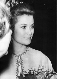 grace: H.S.H. Princess Grace of Monaco-beautiful picture of her