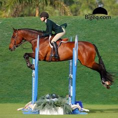 Perfection. Lillie Keenan wins the Sam Edelman Equitation Classic aboard Levistano 2, scoring 89 in both rounds on the Derby Field.