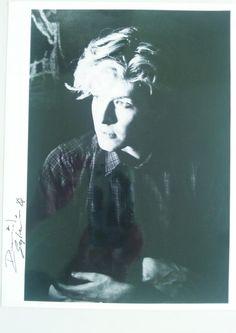 He's just gorgeous...     David Sylvian 親筆簽名照片。