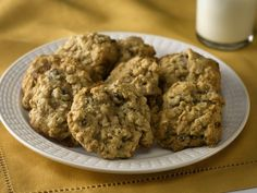 Hearty Oatmeal Raisin Cookies - not the usual fat-laden oatmeal cookies, but they are really super good. #CleanEating #HealthyDessert