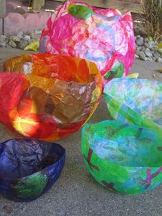 Paper Balloon Bowls Tissue paper bowls from paper mâché balloons -This is such a fun family project to do outside this summer.Tissue paper bowls from paper mâché balloons -This is such a fun family project to do outside this summer. Paper Mache Bowls, Paper Bowls, Paper Mache Balloon, Balloon Crafts, Tissue Paper Crafts, Diy Paper, Paper Mache Crafts For Kids, Tissue Paper Lanterns, Paper Glue