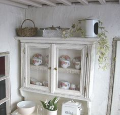 dollhouse furniture with crochet lace. She is showing some of her steps for making this. Gorgeous, love it!! Just my style