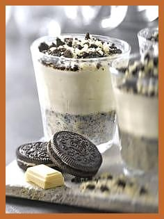 Oreo mousse with mascarpone similar great project . Oreo mousse with mascarpone similar great projects and ideas as shown in the picture you will also find in our magazine. We are looking forward to your visit. Oreo Cookie Recipes, Oreo Desserts, Easy Desserts, Delicious Desserts, Dessert Recipes, Yummy Food, Oreo Recipe, Snacks Recipes, Dessert Oreo