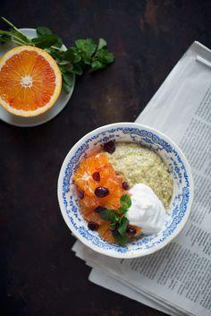 En nem opskrift på en lækker chiagrød med appelsin og mango. Chiagrød er både sundt og godt og tager næsten ikke nogen tid at lave.