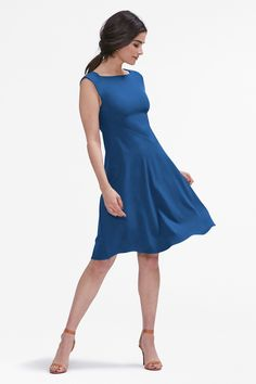 With a spiral seam that circles the body for a clean, figure-skimming silhouette, this ingenious A-line is fitted through the shoulders and bust, but roomy in the hips.