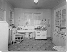 Image from http://www.frugal-cafe.com/kitchen-pantry-food/images/old-kitchens-homes-decor/vintage-1930s-kitchen-library-of-congress.jpg.