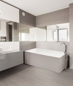 Bring comfort and relaxation to your bathing space with the Ohio freestanding bathtub. The perfect finish to any bathroom.