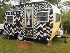 These gorgeous little caravans are the result of their imaginative owners wanting their camping experiences to include some glamping as well. Vintage Campers Trailers, Retro Campers, Vintage Caravans, Camper Trailers, Tiny Trailers, Vintage Motorhome, Vintage Rv, Glamping, Volkswagen