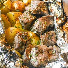 Grilled Butter Garlic Steak & Potato Foil Pack Dinner - 4 Sons 'R' Us - Steak Recipes Steak Foil Packets, Foil Packet Dinners, Foil Pack Meals, Tin Foil Dinners, Easy Dinners, Seared Salmon Recipes, Pan Seared Salmon, Steak Butter, Grilling Recipes