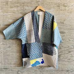 Manteau Kai / Unique en son genre / OS - Susan Eastman - Kai Coat / One of a Kind / OS — Susan Eastman Manteau Kai Patchwork / Unique en son genre / OS – Susan Eastman Quilted Clothes, Sewing Clothes, Diy Clothes, Kimono Fashion, Diy Fashion, Fashion Coat, Clothing Patterns, Sewing Patterns, Japanese Sewing