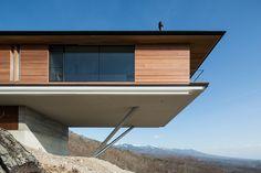 kidosaki architects studio cantilevers house in yatsugatake mountains