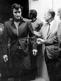 Elvis looking sexy as hell here. As usual.....