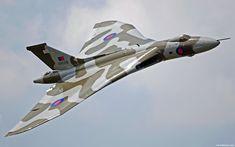 Avro Vulcan foi um bombardeiro estratégico de grande autonomia fabricado na Inglaterra pela Avro. Já não está ao serviço da RAF desde 1984 mas algumas conversões foram feitas para reabastecimento aéreo. No seu período de existência este notável bombardeiro tático podia ser equipado com 1 × Bomba nuclear de queda livre. Assustador!