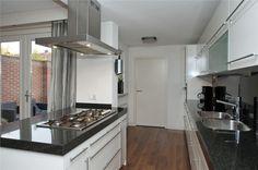 Keuken: uitgebouwd + eiland (Leendertz-Ladeniuslaan 3)