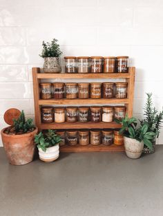 Plastic-free hardwood spice rack 🙏 Looks amazing 😍 Do you agree?  spice rack and picture by ✨ Home Decor Kitchen, Kitchen Interior, New Kitchen, Home Kitchens, Kitchen Organization Pantry, Spice Organization, Organizing, Kitchen Storage, Kitchen Spice Racks