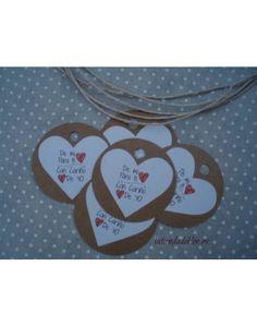 Etiquetas Redondas Kraft de 7,5cm de diámetro y una pegatina con forma de corazón que se puede personalizar para que tu regalo o detalle sea especial
