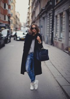 30 ways to style a black coat - slim boyfriend jeans, white sneakers and a gray sweater