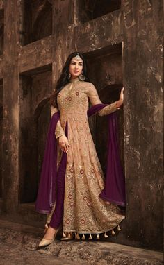 Buy designer salwar kameez, bridal sarees, lehenga choli at discount offers from ZaraaFab UK. Shop our new festive collection of ladies and indian pakistani dresses up to off. Abaya Fashion, Fashion Pants, Look Fashion, Indian Fashion, Fashion Dresses, Designer Anarkali Dresses, Pakistani Dresses, Designer Dresses, Bridal Anarkali Suits