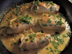 Tateilla ja juustolla täytetyt kalkkunakääröt / Turkey rolls stuffed with boletes and cream cheese Meat, Chicken, Food, Meals, Yemek, Buffalo Chicken, Eten, Rooster