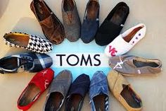 Toms shoes 1.Every pair of the Toms shoes is mainly covered by canvas, which is made out of cotton and post-consumer plastic waste. 2. Toms is willing to recycle the waste and turn it into production materials. 3.Toms shoes insole is made out of pig suede