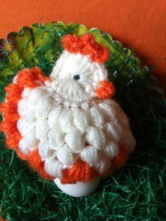Gerade zu Ostern machen so schön und schnell selbstgehäkelte Eierwärmer im Hühner- oder Kücken-Style Laune. So einfach gehts: 0) Fadenring mit 4 festen Maschen - mit einer Kettmasche schließen. 1) ...